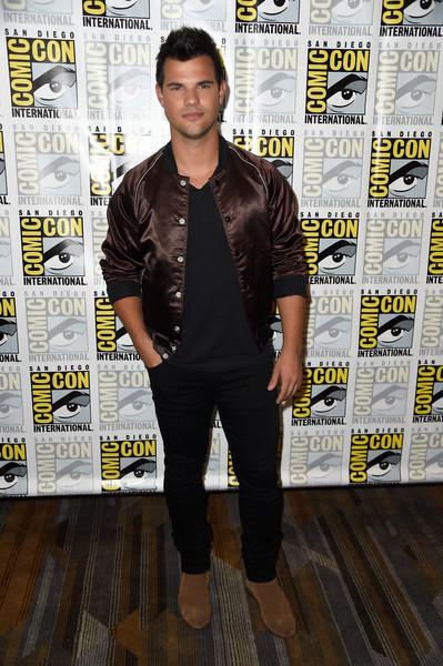 Taylor Lautner 2016 Comic Con Press Line 3 Scream Queens Online